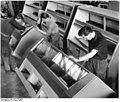 Bundesarchiv Bild 183-61676-0002, Berlin, VEB Kühlautomat, Messevorbereitungen.jpg