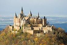 Die Stammburg der Dynastie: Burg Hohenzollern (Quelle: Wikimedia)