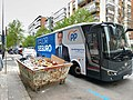 Bus de Partido Popular con pablo Casado blanco en Calle orense.jpg