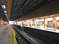 Busan-subway-125-Dongnae-station-platform.jpg