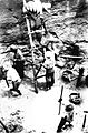 COLLECTIE TROPENMUSEUM Mannen bezig met het maken van een waterput voor een fabriek op de cultuuronderneming Liman-Moengkoer westkust van Midden-Sumatra. TMnr 60012944.jpg