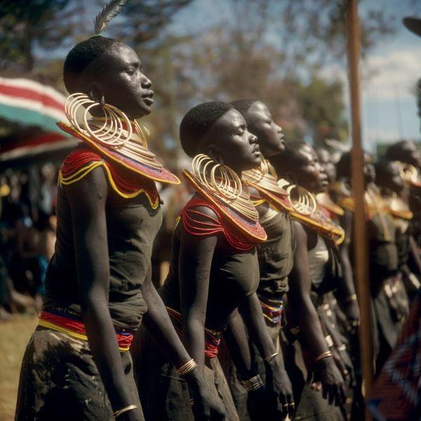 File:COLLECTIE TROPENMUSEUM Pokot vrouwen dansen tijdens de feestelijkheden ter gelegenheid van tien jaar onafhankelijkheid van Kenya TMnr 20038880.jpg
