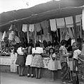 COLLECTIE TROPENMUSEUM Winkeltjes met textiel e.d. te Madiun Oost-Java TMnr 10002686.jpg