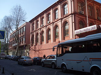 Cağaloğlu Anadolu Lisesi - Entrance and main building of Cağaloğlu Anadolu High School
