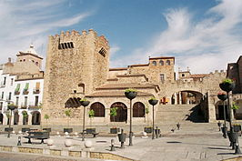 Caceres Spain Plaza Mayor Arco.jpg