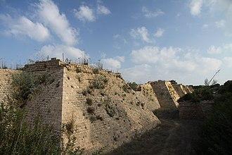 Walter III of Caesarea - Ruins of the walls of Caesarea, which were rebuilt during the tenure of Walter III