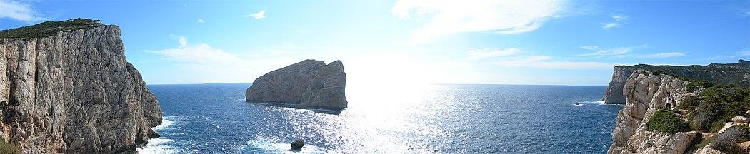 L'isola Foradada vista dal belvedere di Capo Caccia.
