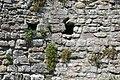 Cardiff castle - Keep 8a Innenraum Balkenlöcher.jpg