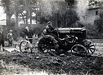 SDF Group - Cassani tractor in action (year 1929)