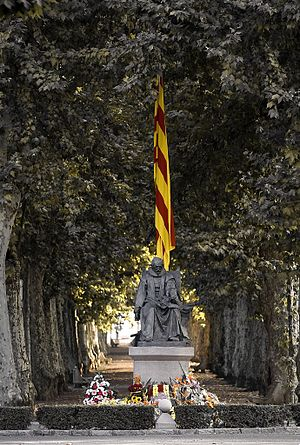 Francesc Fontanella - Monument dedicated to his father Joan Pere Fontanella (Olot, 1576-Olot, 1649), Conseller en Cap in the Guerra dels Segadors, at the Barcelona street, Olot.