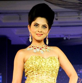 Sonalee walks the ramp at The Glamour Style Walk 2013
