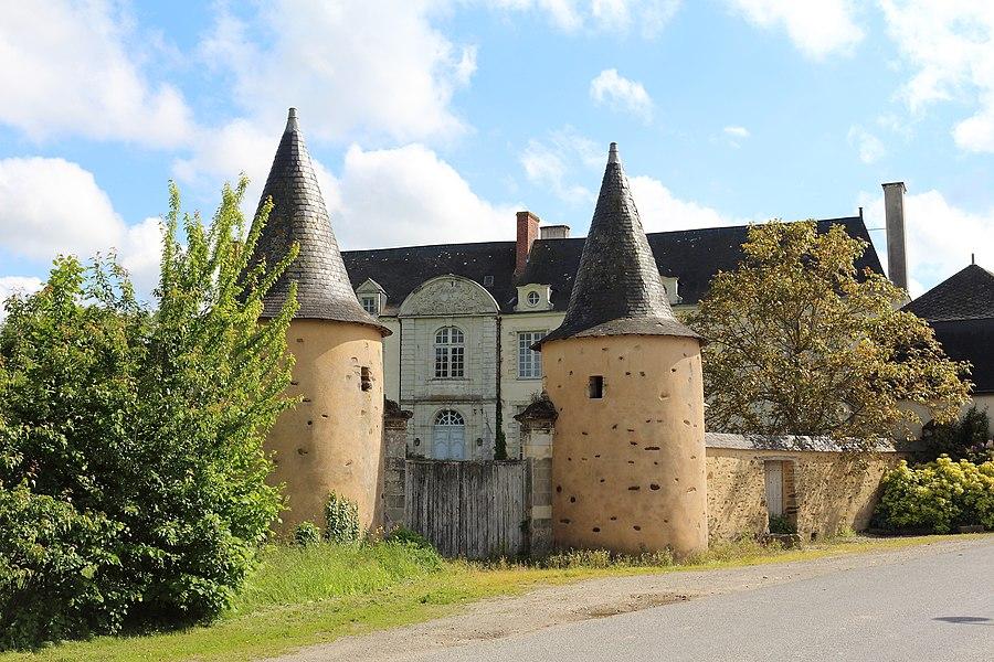 Le château de la Cour à Ampoigné, Mayenne, Pays-de-la Loire, France.