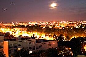 Vue nocturne sur la commune