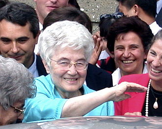 Templeton Prize - Chiara Lubich, smiling, surrounded by other smiling people