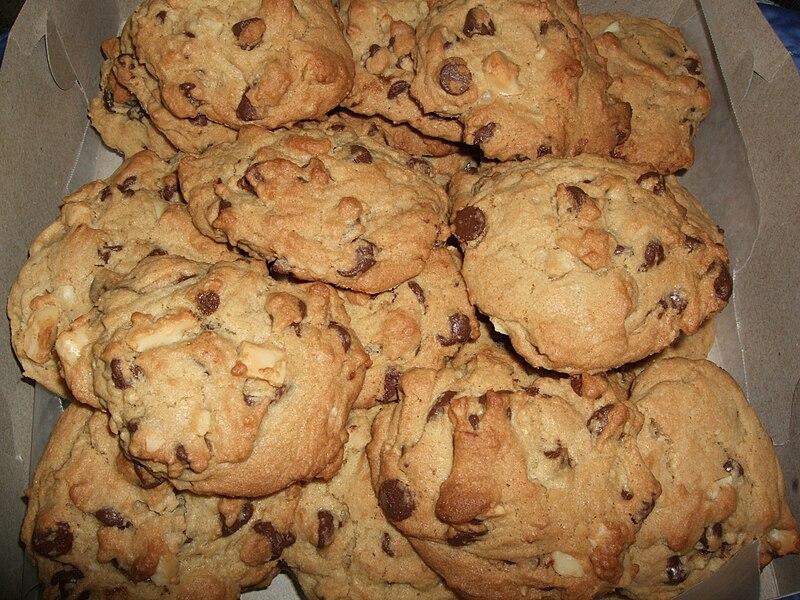File:Chocolate chip macadamia nut cookies, February 2009.jpg