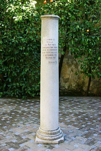 Archivo: Columna del rey Al-Mutamid - Jardin de la Galera - Alcázar de Seville.JPG