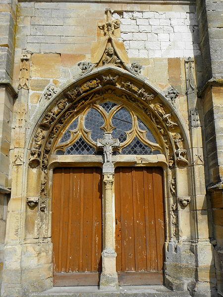 Église Saint-Martin de Courtisols (51). Portail du croisillon sud.
