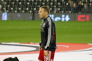 Craig Bellamy - Bellamy warming up before facing Fulham while playing for Liverpool