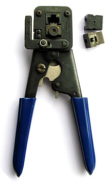 a modular plug crimping tool with exchangeable crimping dies