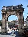 Croatie Pula Arc Sergius - panoramio.jpg