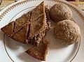 Cuisine arménienne - Sini Kofte (à gauche) et deux Mitchougov Kofte (à droite).jpg