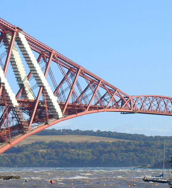 Datei:Currents Under The Forth Bridge (3977848478).jpg