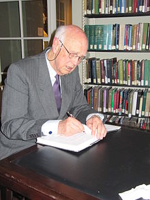Photograph of Curtis Roosevelt signing a book at the Boston Athenæum in 2010