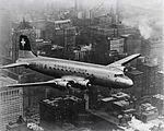 DC-4-1009 A, HB-ILA über New York 1954.jpg