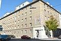DSC 0028 Wohnhausanlage Schenkendorfgasse 49-53 mit Mosaik.jpg