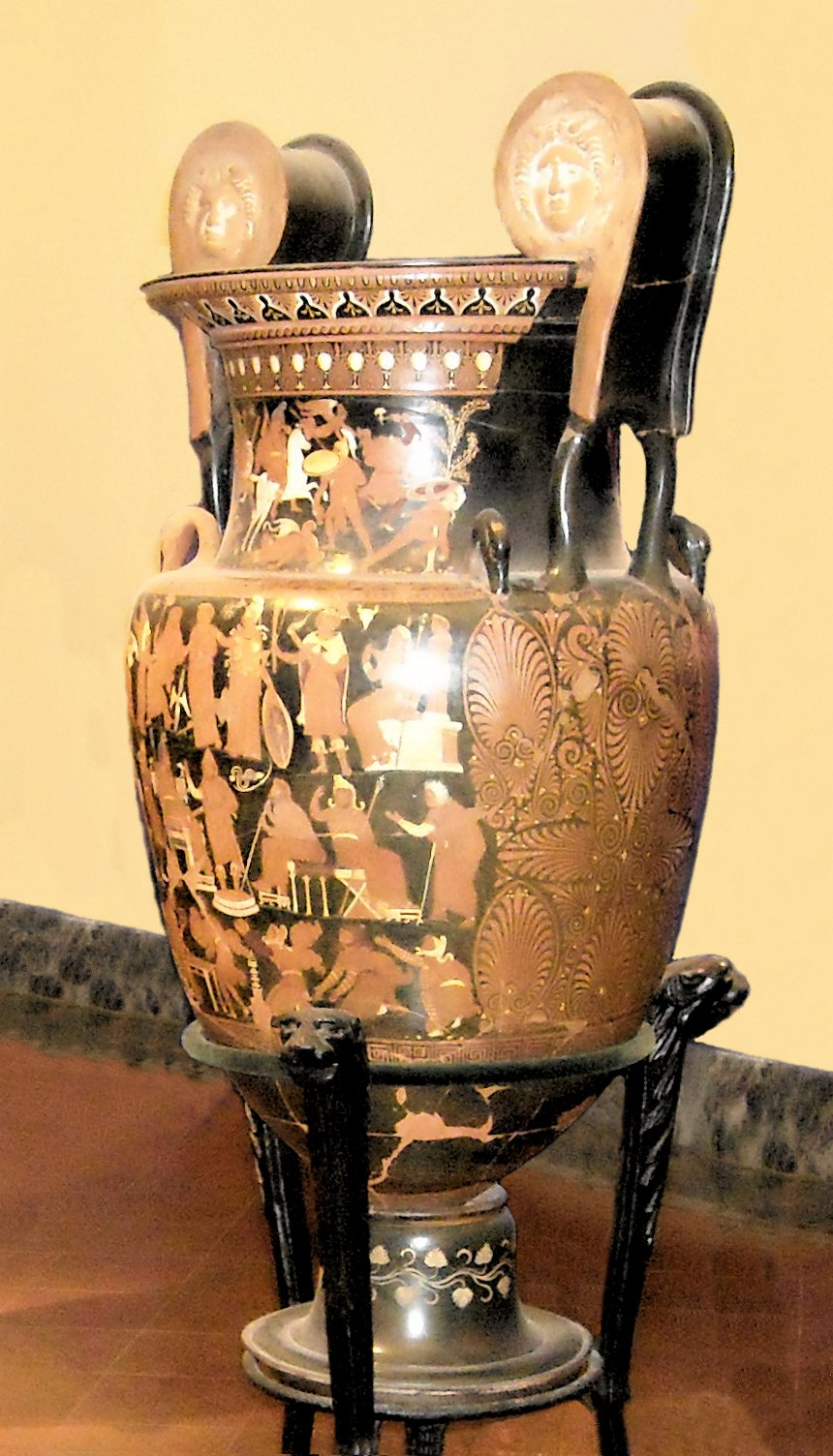 Darius vase Napoli Museum without background