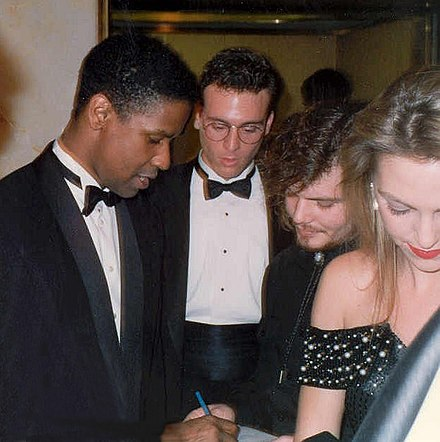 Washington at the 62nd Academy Awards, at which he won Best Supporting Actor for the film Glory Denzel Washington.jpg