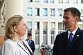 Der britische Außenminister Jeremy Hunt zum Gespräch bei Außenministerin Karin Kneissl (42885660255).jpg