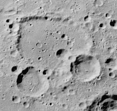 Deutsch crater AS16-M-3008 ASU.jpg