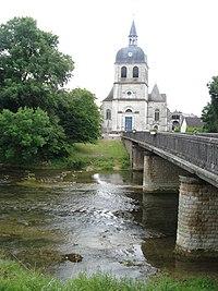Dienville, l'église et le pont sur l'Aube.JPG