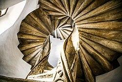 Doppelwendeltreppe Burg Foto Reinhard Sock 04.jpg