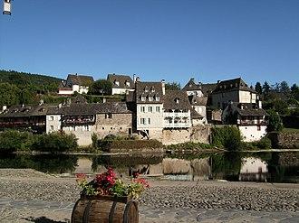 Dordogne (river) - The Dordogne at Argentat in Corrèze, part of the Limousin region