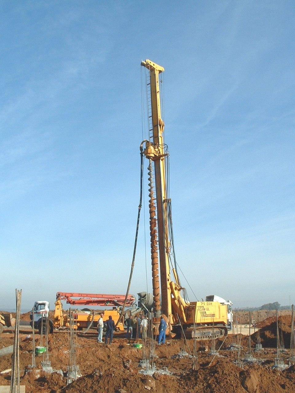 DrillingMachine with ConcreteMixer and Pump02