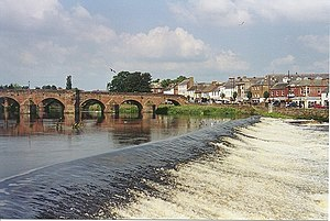 Dumfries - Weir and Old Bridge - geograph.org.uk - 629967.jpg