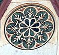 Duomo di firenze, medaglioni intarsiati in marmi nei timpani delle finestre sui fianchi 01,1.jpg