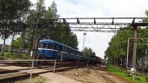 File:EKA 01 (81-581) + Em 3762 + 3890, Avtovo depot.webm