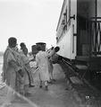 ETH-BIB-Abessinier vor Zug-Abessinienflug 1934-LBS MH02-22-0742.tif