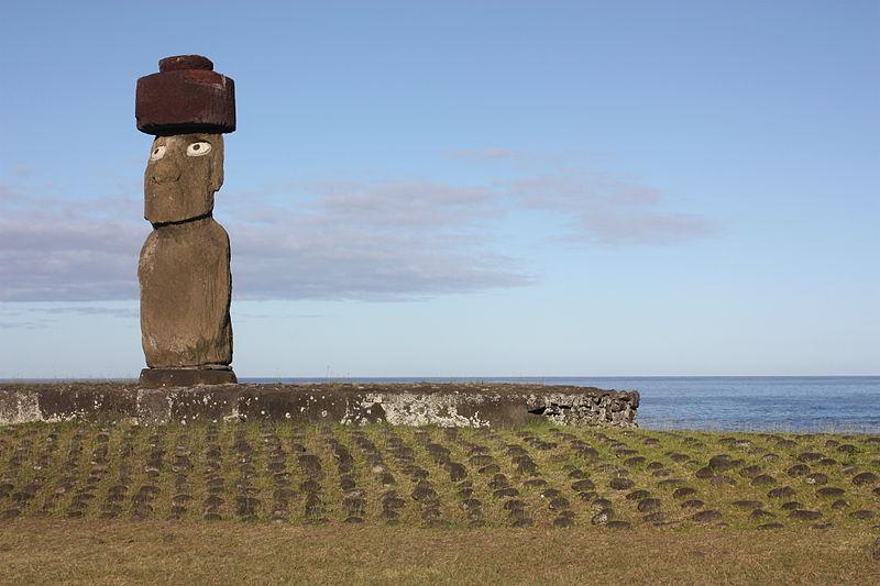 Datei:Easter Island, Ahu Ko Te Riku (6750469379).jpg