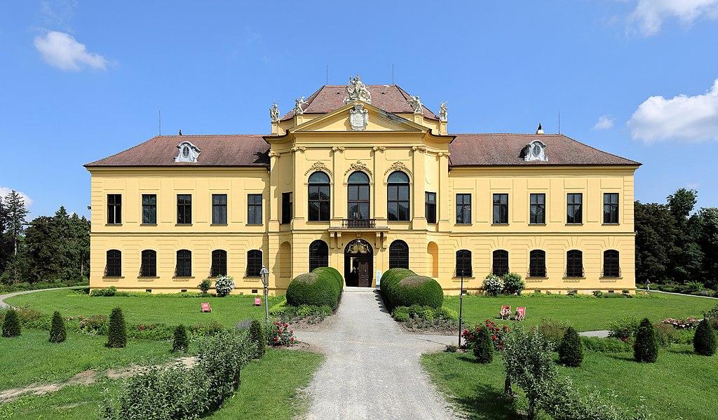 Schloss Eckartsau, Frontansicht
