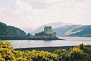 Eilean Donan Castle - geograph.org.uk - 174790.jpg