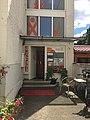 Eingang zum FamilienGesundheitsZentrum FGzN im Hinterhaus der Günthersburgallee 14H, seit den 90er Jahren.jpg