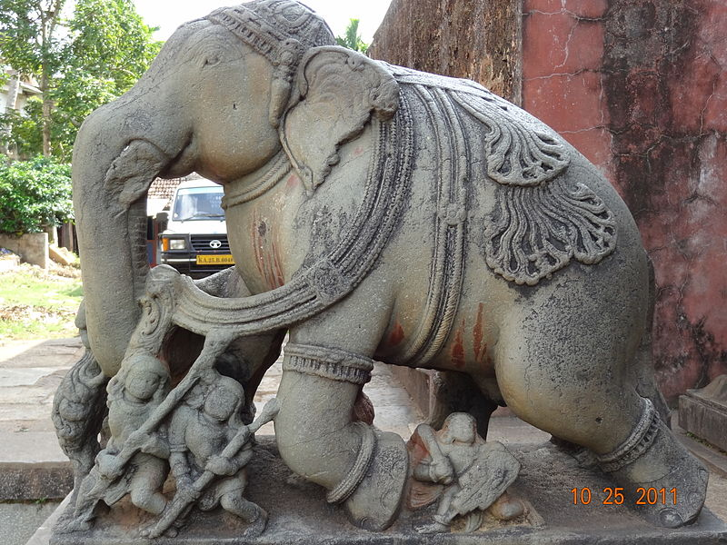File:Elephant at the entrance of Banavasi temple.JPG