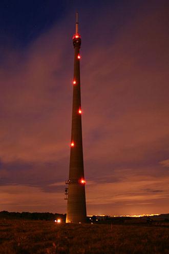 Aircraft warning lights - Emley Moor transmitting station using a red warning beacon