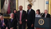 Файл:Ernie Banks Medal of Freedom presentation.webm