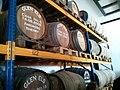 Fässer-in-denen-Glen-Els-lagert-Destillerie.jpg