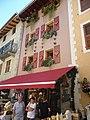 Facade de maison dans la rue principale de bourg saint maurice - panoramio (2).jpg